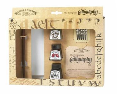 Набор для каллиграфии (тушь - 3 шт., наконечники для каллиграфии - 5 шт., деревянная ручка для перьев - 1 шт., блокнот - 1 шт., инструкция - 1 шт.) в картонной коробке